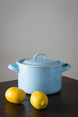 Cooking pot and lemons - p1149m1092603 by Yvonne Röder
