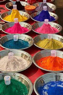 Vielfalt an Farben für das Holi Fest - p1259m1111458 von J.-P. Westermann