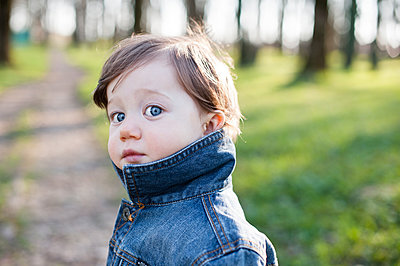 Portrait of little boy in the city park - p1412m1465988 by Svetlana Shemeleva