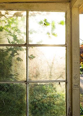 Fenster mit Sonne - p1510m2030850 von Ingrid Amenda