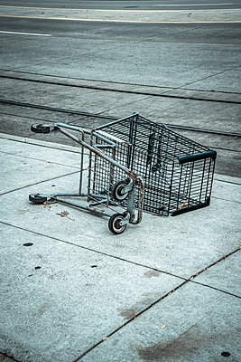 Discarded shopping trolley - p1170m2145244 by Bjanka Kadic