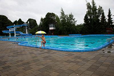 Rainy summer - p1231m1051009 by Iris Loonen