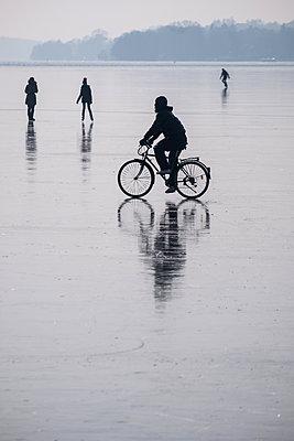 Frozen Havel - p739m1541092 by Baertels