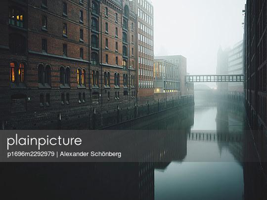 Speicherstadt - p1696m2292979 by Alexander Schönberg