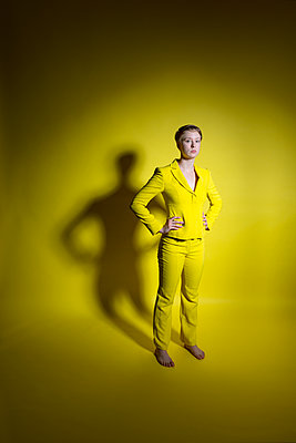 Woman in yellow outfit - p427m2109254 by Ralf Mohr