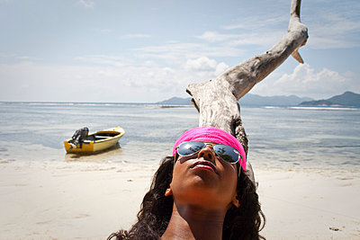 Sunbathing - p0452618 by Jasmin Sander