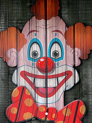 Clown head at funfair shooting gallery - p1280m2288321 by Dave Wall