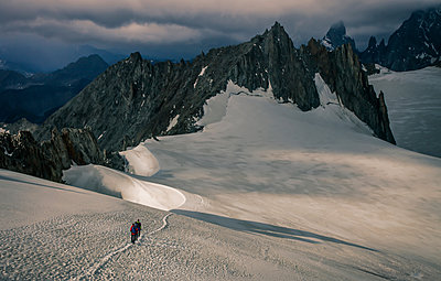 Mountain climbers on the Mer de Glace glacier, in the Mont Blanc Massif, Courmayeur, Aosta Valley, Italy, Europe - p924m1506763 by Lost Horizon Images