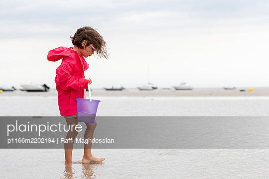 Girl with bucket on beach - p1166m2202194 by Raffi Maghdessian