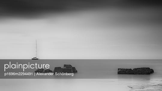 Silent coast - p1696m2294491 by Alexander Schönberg