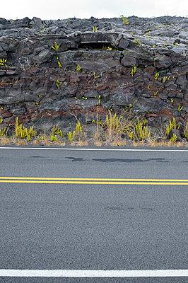 Straße im Lavafeld, Chain of Craters Road, Hawaii - p1196m1000667 von Biederbick & Rumpf