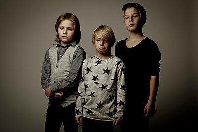 Porträt von drei Jungen - p1221m1511800 von Frank Lothar Lange