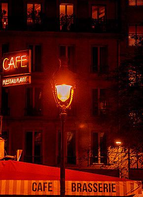 Cafe restaurant in Paris - p1654m2253703 by Alexis Bastin