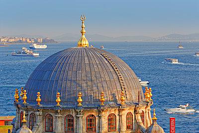 Turkey, Istanbul. Beyoglu, Tophane, Bosphorus, Nusretiye Mosque - p300m930135f by Martin Siepmann