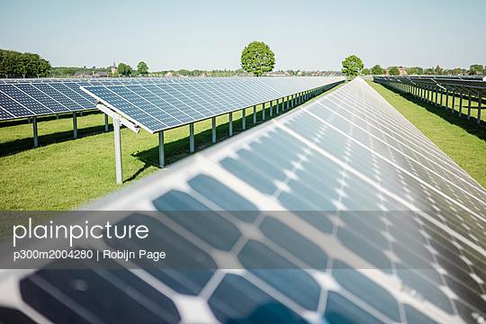 Germany, Kevelaer, solar plant - p300m2004280 von Robijn Page