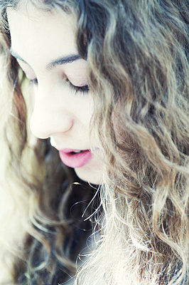 Portrait of teenage girl - p1445m1574882 by Eugenia Kyriakopoulou