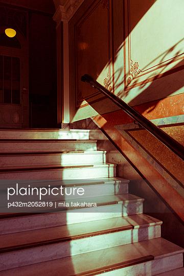 Schönes altes Treppenhaus - p432m2052819 von mia takahara