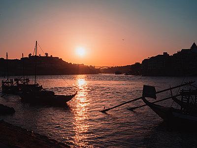 Portugal, Porto, Boats at sunset - p1681m2263304 by Juan Alfonso Solis