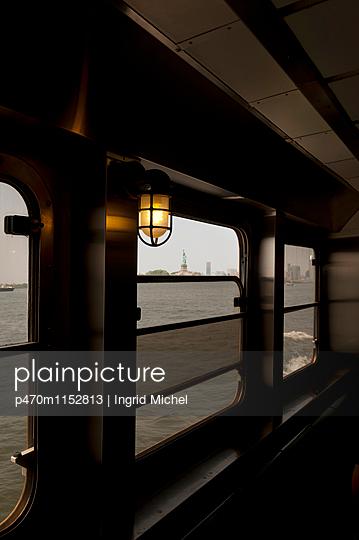 Blick auf die Freiheitsstatue - p470m1152813 von Ingrid Michel