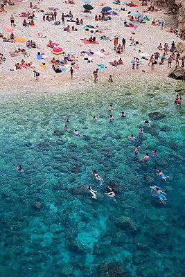 Urlauber am Strand - p1032m1466377 von Fuercho