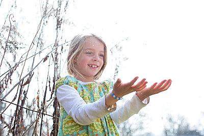 Mädchen im Garten - p1308m1332361 von felice douglas