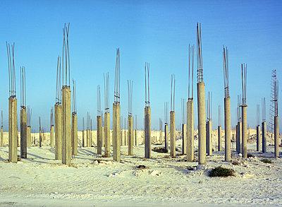 Unfinished building - p453m2110402 by Mylène Blanc