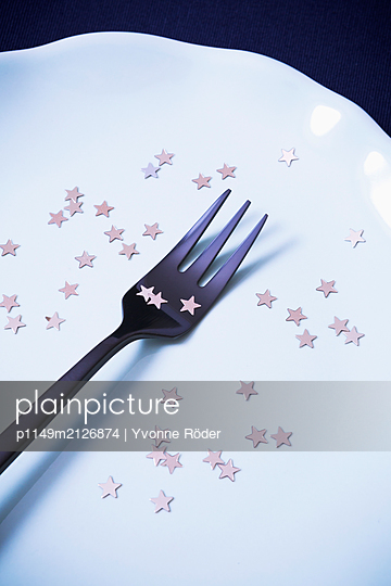 Plate decorated with stars - p1149m2126874 by Yvonne Röder