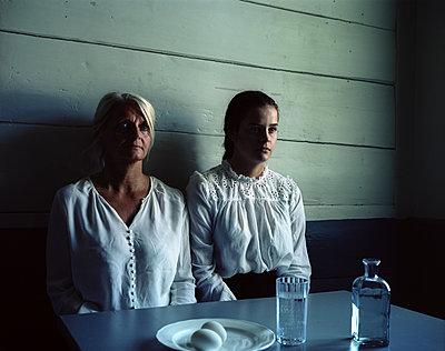 Two women side by side - p945m1163024 by aurelia frey