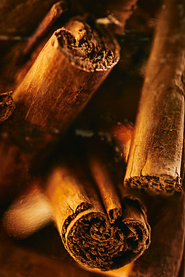 Cinnamon sticks - p968m2021367 by roberto pastrovicchio