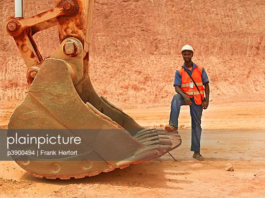 Minenarbeiter in Afrika - p3900494 von Frank Herfort