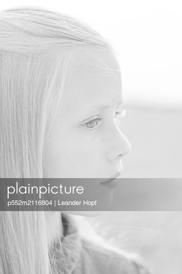 Blonde girl - p552m2116804 by Leander Hopf