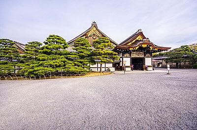 Japan, Kyoto, Nijo Castle, Entrance gate - p300m998389f by Thomas Haupt