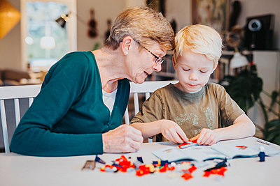 Grandmother and grandson building blocks - p312m2091813 by Malin Kihlström
