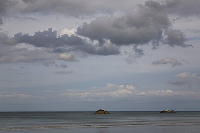 Seascape with cloudy sky - p388m701527 by Leyens