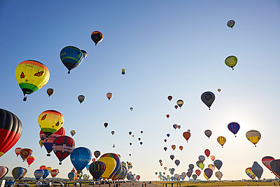 Grand Est Mondial Air Ballons GEMAP19 Hot Air Balloon Festival early morning ascent of the great line with about 500 balloons, Hageville, Meurthe et Moselle, France - p871m2143285 by Rudi Sebastian