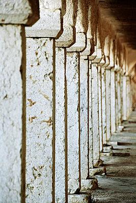 Säulengang - p415m1460827 von Tanja Luther