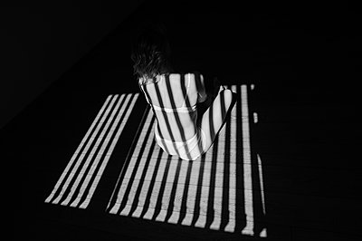 Frau im Licht und im Schatten - p1412m1573499 von Svetlana Shemeleva
