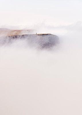 UK, Wales, Brecon Beacons, Young woman hiking at Bannau Sir Gaer Ridge - p300m2139666 by Alun Richardson