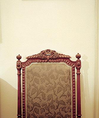 Rückenlehne von altem Stuhl - p3880507 von Johannes Romppanen
