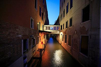 Romantischer Kanal - p4450007 von Marie Docher