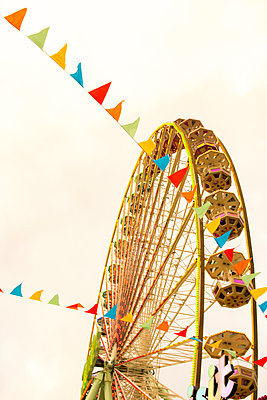 Ferris wheel - p879m2038604 by nico