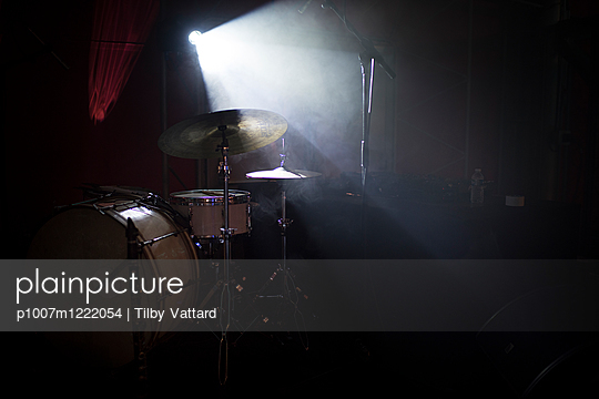 Drums at twilight - p1007m1222054 by Tilby Vattard