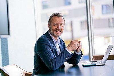 Germany, Rostock, Office, Team, Coworking - p300m2287379 von Florian Küttler