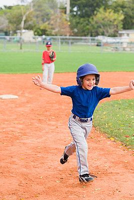 Hispanic boys playing baseball - p555m1478680 by Kevin Dodge