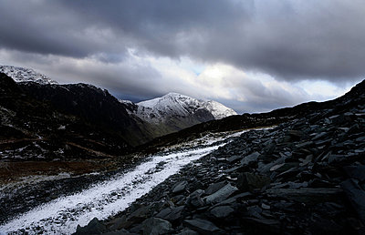 Snow and mountain path - p9240088 by Image Source