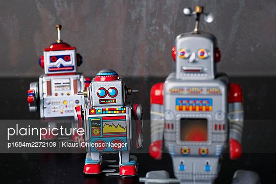 Robots - p1684m2272109 by Klaus Ohlenschlaeger
