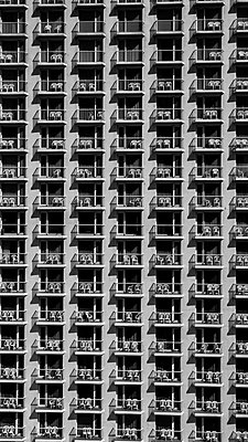 High rise with lots of balconies - p1484m2150254 by Céline Nieszawer