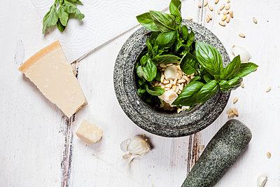 Preparing pesto alla genovese with mortar - p300m2103842 by Susan Brooks-Dammann