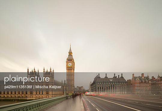 Blurred traffic crossing Westminster Bridge to Palace of Westminster, London, UK - p429m1135136f by Mischa Keijser