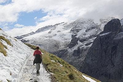 Weg zur Marmolata - p277m2064702 von Dieter Reichelt